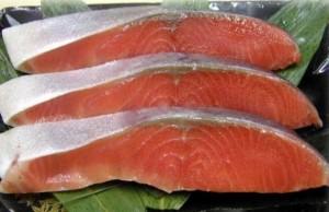 養殖天然鮭サーモン安全性危険性ノルウェーチリ