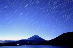 獅子座しし座流星群2015ピーク方角方向何時いつ時間多く見られる雨の場合