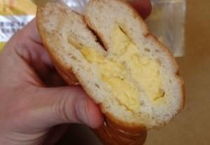 生乳仕立てカスタードクリームパン2