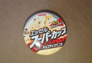 明治エッセルスーパーカップチョコチップバニラ1