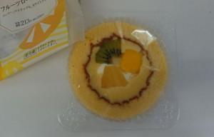 プレミアムフルーツロールケーキ2