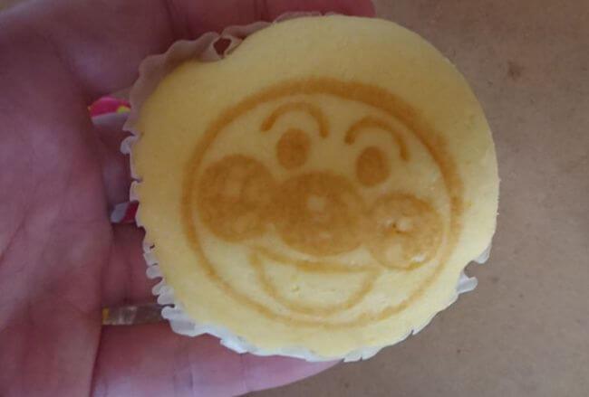 フジパン「アンパンマンのミニ蒸しパン さつまいも味」3